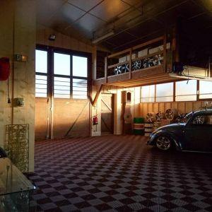 Garages 18